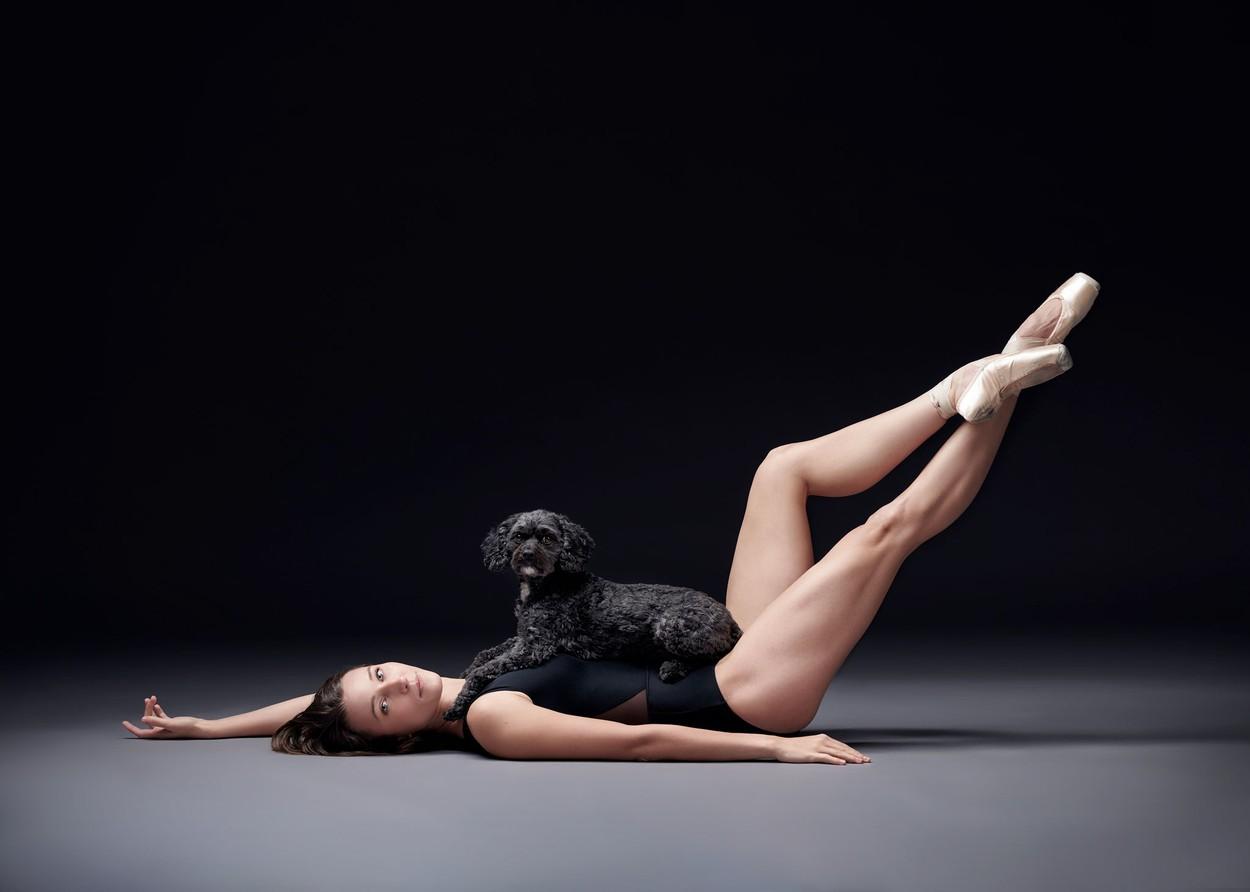 Tanečníci, tanečnice a psi