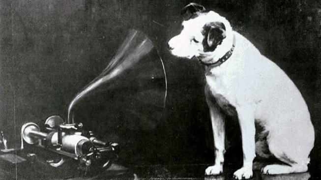 Nipper - pejsek s gramofonem, jehož tvář zdobí miliony desek